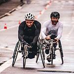 Personnes en fauteuil roulant qui font du sport