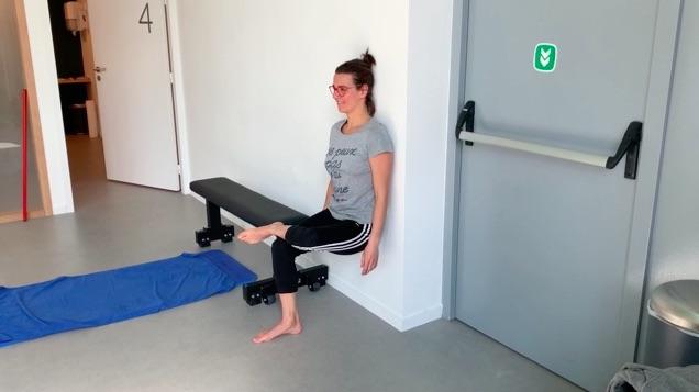 renforcement du genou, la chaise sur une seule jambe