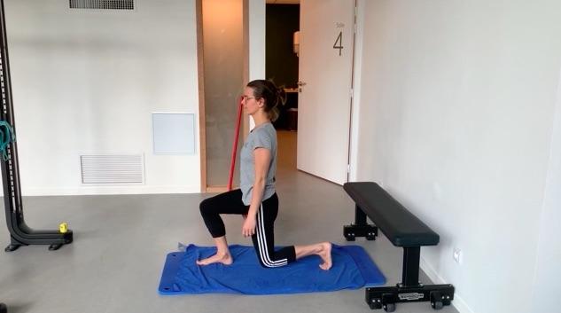 Les fentes : position fléchie à genou